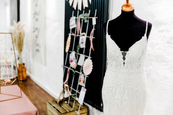Brautkleid auf Schneiderpuppe