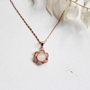 Kette rosegold mit kleiner rosa Perle