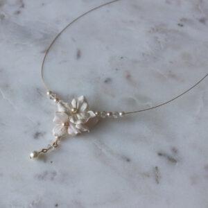 Brautschmuck Halskette gold mit Blüten Perlen und Straß romantische Hochzeit rose